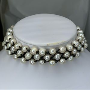 Jewelry - Pearl coker necklace